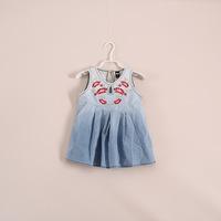 wholesale baby girls /kids dresses. denim vest tops foreign children . 5pcs/lot 22e050605 .