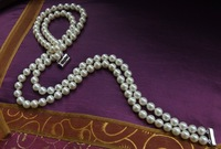 Natural pearl necklace, 8 -- 9 mm