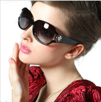 Factory outlets in Europe and America style sunglasses ladies fashion sunglasses large frame sunglasses UV glasses