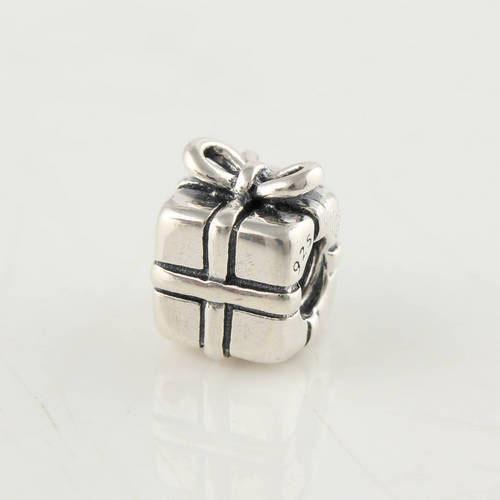 gift box charm 1