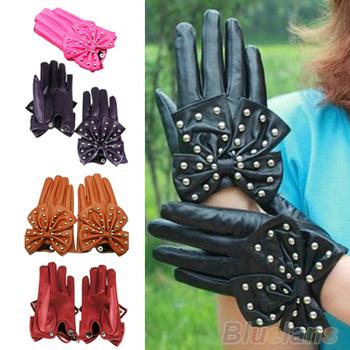 Женственные перчатки, украшенные крупным бантом в металлических заклёпках.