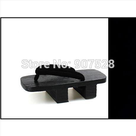 Moda japonesa uma variedade de estilos de verão chinelos pretos masculino clássico tamancos pintura coplay(China (Mainland))