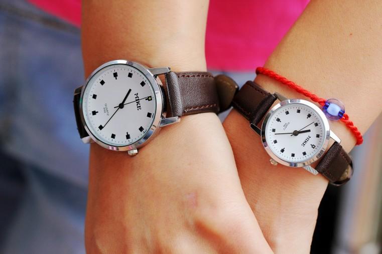 Fashion Men Belt Watches Fashion Women Quartz Watch Students Wristwatch Refinement Lovers Watch Hot Free Shopping(China (Mainland))