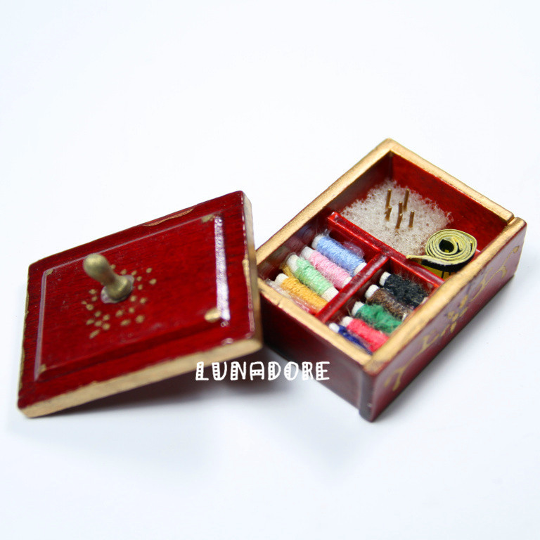 1:12 Dollhouse Miniatures Sewing Supply Brown Box with Threaded Spools Miniature Doll House Accessories Dolls for Decoration(China (Mainland))