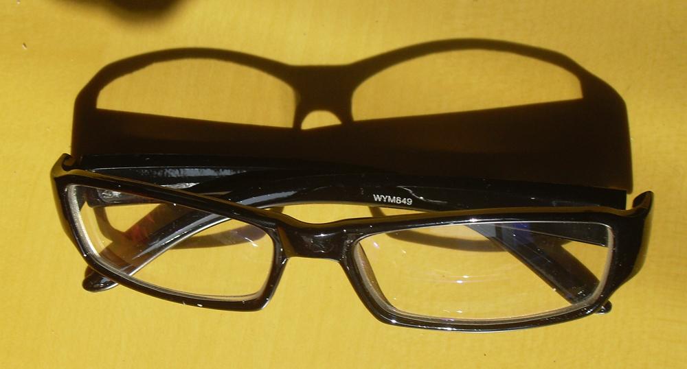 Red green glasses hypochromatopsia glasses corrective glasses uv A driver's license test glasses(China (Mainland))