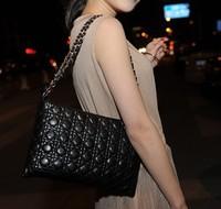 2014 spring and summer handbags new Korean portable shoulder messenger bag Quilted Clutch packet