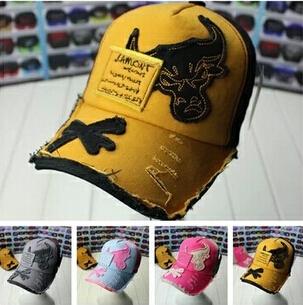 Free shipping Summer Dress 2014 Men Women Baseball Cap Men Women Bull Embroidery Peaked Caps Flat Sun Hats Casual Hat Unisex(China (Mainland))
