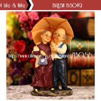 Novelty Resin Made Crafts Home Decor & Wedding Decoration Furnishing Ornaments Walking In The Rain Old Couple BRESH BS049