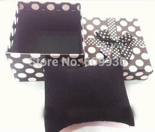 Free shipping Wholesale 30pcs/lot 8.8*8.2*5.5cm Fashion black white dot watch box,watch display box(China (Mainland))