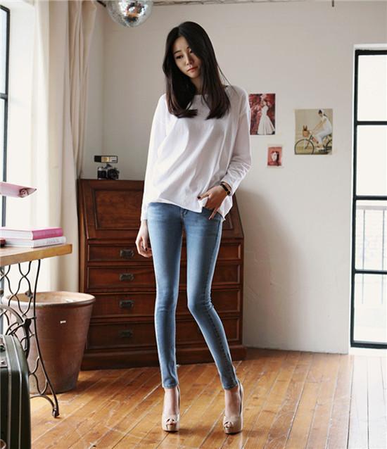 фото женщины в штанах