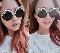2014 New Fashion women Sunglasses with pearl and resin flower pupular for beach travel Eyeglasses star brand designer Sunglasses