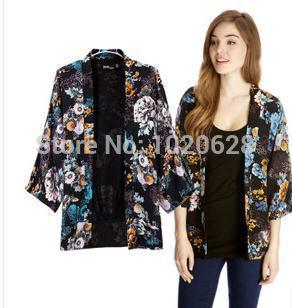 Free Shipping Big paragraph 7 minutes of sleeve printing lady's coat(China (Mainland))