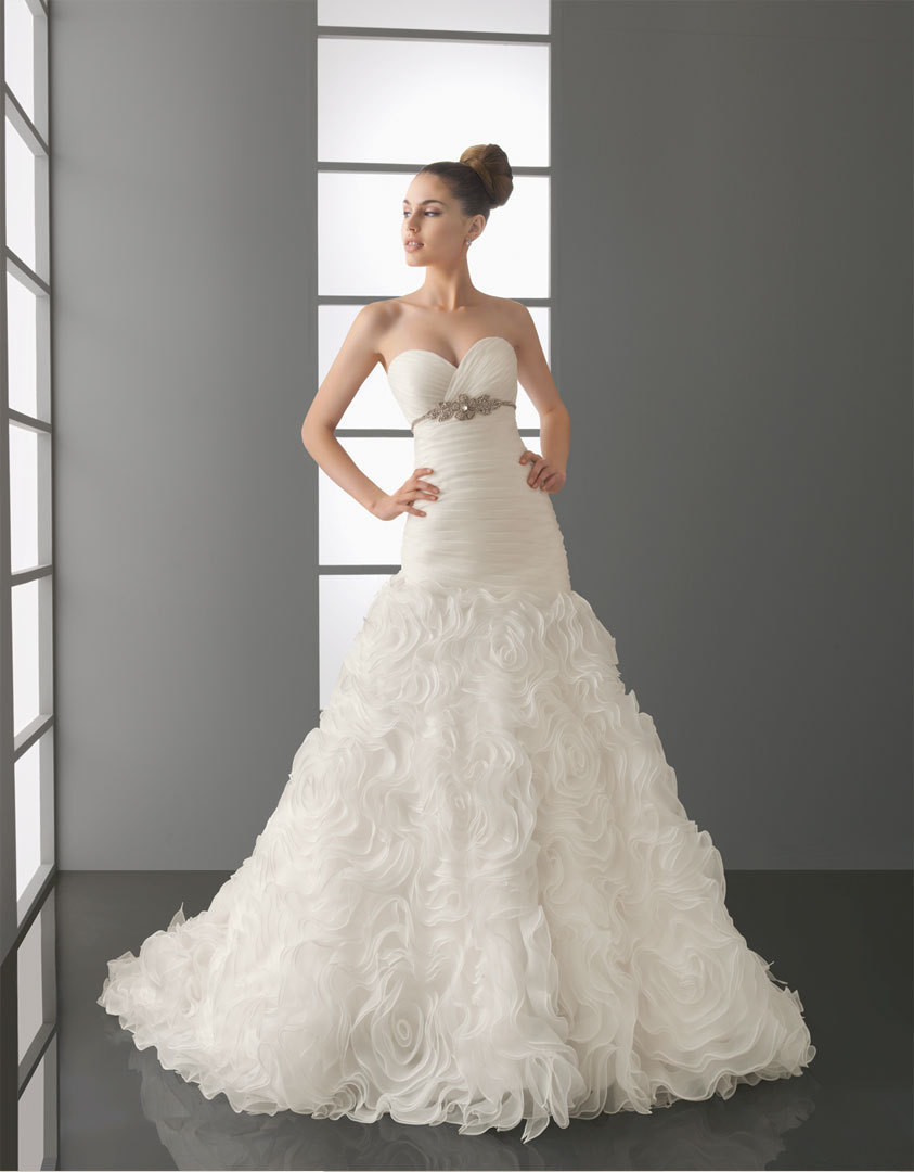 In 2014 one of the most popular wedding dresses store, happy wedding dresses(China (Mainland))