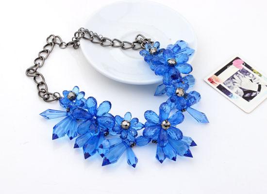 New Luxury European Vintage Style Flower Plant Crystal Rhinestone Stone Pendant Necklace Fashion Lady Jewelry Women Decoration()