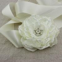 1pcs Large handmade flower ivory satin fabric flower sash, cream floral belt, baby girl flower sash ,photography props