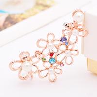 (Right Ear) exaggerated hollow single small daisy earrings wholesale pearl ear bone folder clip on earrings for women