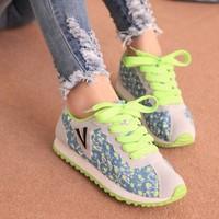 2014 wholesale new Korean alphabet V Forrest Floral shoes tide shoes fashion shoes casual shoes student shoes