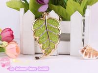 The new alloy leaf keychain lifelike Atmospheric fashion crystal leaf key chain Female bag pendant Male car keychain