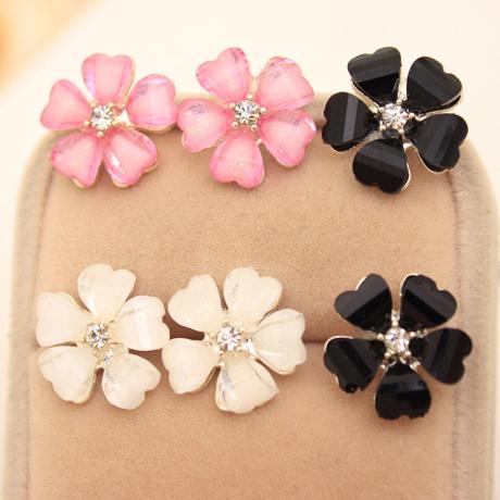 Beautiful Clover Flower Crystal Stud Earrings for Women Jewelry White Stud Earrings Diameter 1.5 cm(China (Mainland))