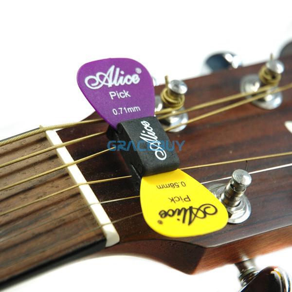 Держатель для медиаторов на гитару
