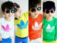 Retail New Kids Autumn section bottoming Tong candy-colored cotton printed T-shirt free shipping