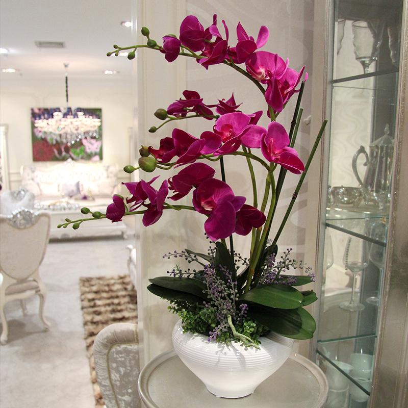 Искусственные цветы в горшках в интерьере квартиры фото
