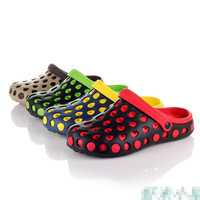 2014 new summer fashion clogs beach sandals slippers for men garden shoes breathable hole shoes