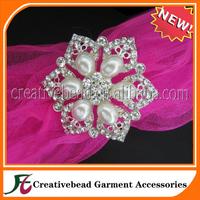 flower shape of  rhinestone with pearl napkin ring
