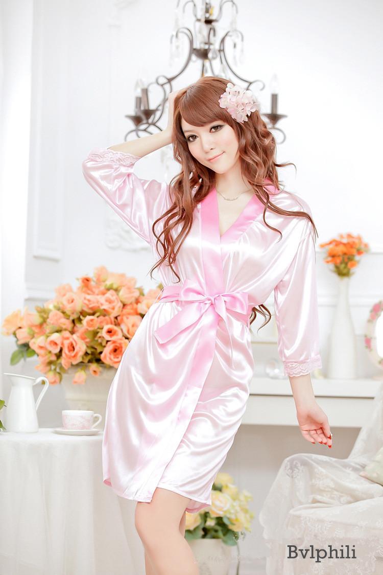 Фото женщина в розовом халатике 18 фотография