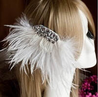 The bride hair feathers White drill show married feather barrette take pictures party