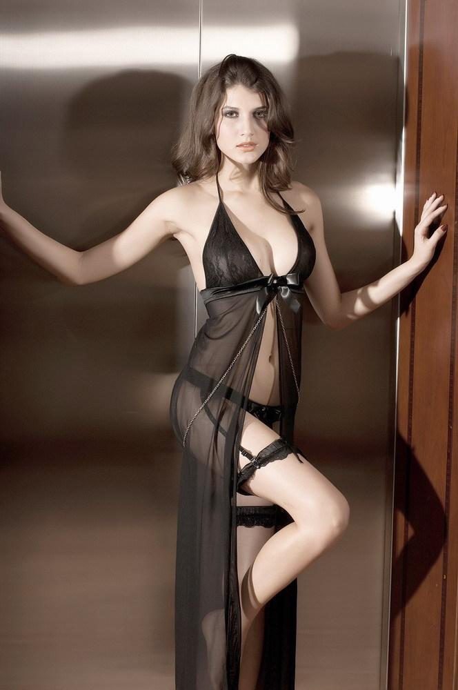 женщина в нарядном платье эротические фото