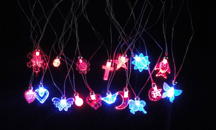 1x Luminous Crystal Flash Dawlish Necklace Light-up Flashing LED Party Prom Supplies Baby Kids Classic Toy Plastic Electronic(China (Mainland))