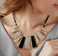 X131 free shipping Korea fashion  Crystal leather necklace beautiful  ladies necklace