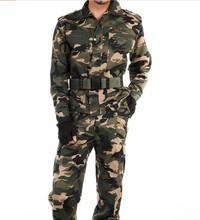 Abbigliamento in stile militare per gli uomini giacca e pantaloni m