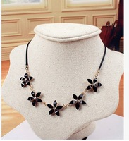 free shipping 2014 new design fashion Delicate five flowers alloy necklace fashion jewelry