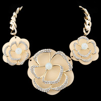 New Arrival Fashion Personality Glorious CZ Diamond Flower Chokers Statement Necklace for Women Gift Jewelry Wholesale