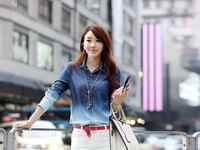 2014 Korean gradient blue denim long sections of washed denim shirt WO963