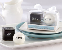 Mr. and Mrs. Square Round Black White Ceramic Salt Pepper Shakers 80 sets/lot Wedding favors free shipping