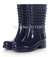 Free shipping European and American fashion boots, Middle Tube women's  fashion rain boots, female Rivet galoshes ERU 36-41