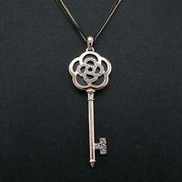 Classic Hot Design Statement 18K Rose Gold Rose Flower Pattern Antique Key Pendant Necklace Best Friend Gift For Women