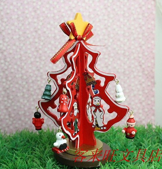 Christmas gifts ideas can be put ornaments handmade wood Christmas tree ornaments on the table senior(China (Mainland))