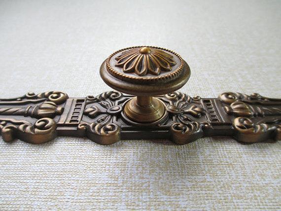 Dresser Knobs Drawer Knobs Pulls Handles / Kitchen Cabinet Knobs Pull Handle Hardware / Antique Brass Vintage Furniture Knob(China (Mainland))