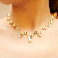 Free shipping fashion necklaces for women 2014 golden flash corrugated Short necklace Clothing accessories collar necklace