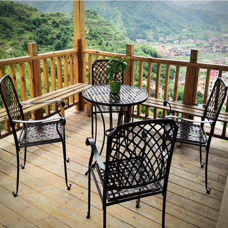 Легкие стулья для балкона.