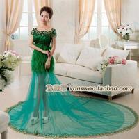 The new bride wedding winter wedding dress , trailing green avant-garde fashion word shoulder wedding theme