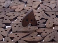 50Pcs lot Brown Wood Wooden Sewing Heart Shape Button Craft Scrapbooking 20mm
