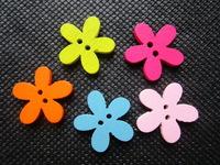 Free Shipping 1000pcs 18mm Flower Shape Wood Buttons Baby Sewing Buttons Scrapbooking Card Making 2 Holes Wooden Buttons