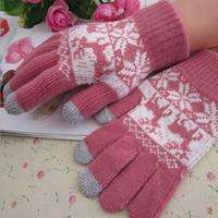 2014   New fashion mobile phones warm gloves winter male and female models Korean deer pattern gloves