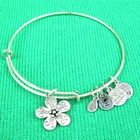 Vintage Flower Expandable Wire Bangle Charm Bracelet Silver Tone A03