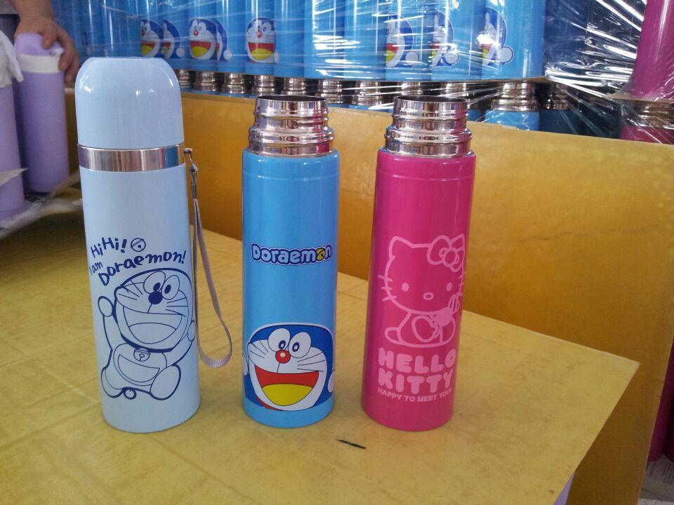 Doraemon/ Hello Kitty Water Bottle Kids Termo Outdoor Vacuum Flask with Belt Bottle Thermal Mug Bottle 500ml(China (Mainland))